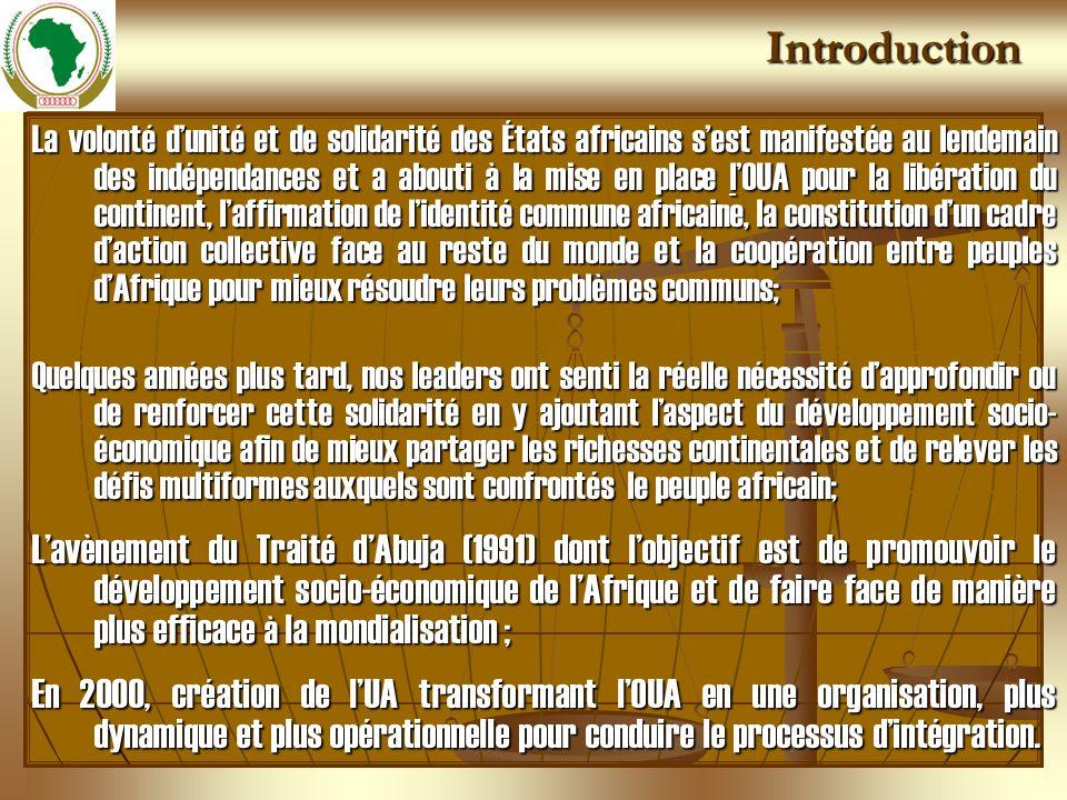 Introduction La volonté dunité et de solidarité des États africains sest manifestée au lendemain des indépendances et a abouti à la mise en place lOUA