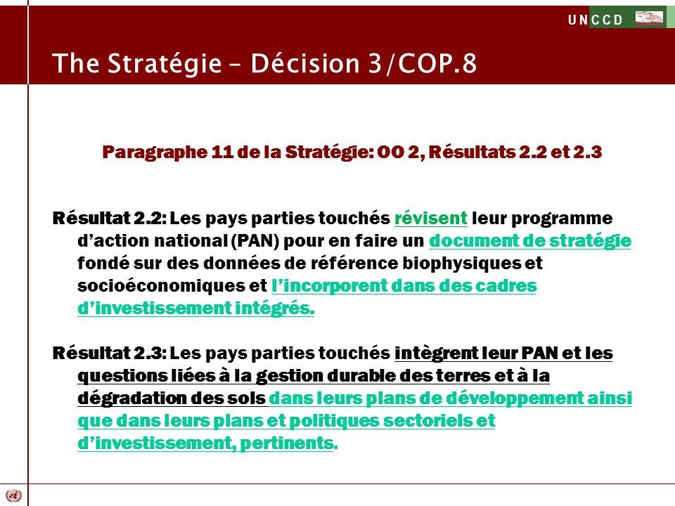 U N C C D The Stratégie – Décision 3/COP.8 Paragraphe 11 de la Stratégie: OO 2, Résultats 2.2 et 2.3 Résultat 2.2: Les pays parties touchés révisent l