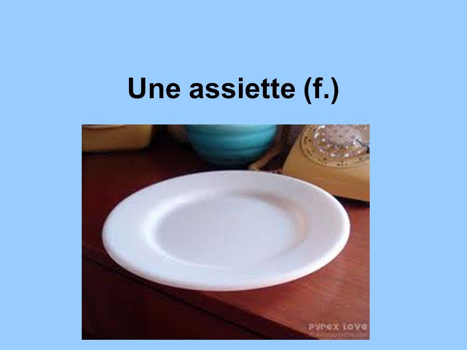 Une assiette (f.)