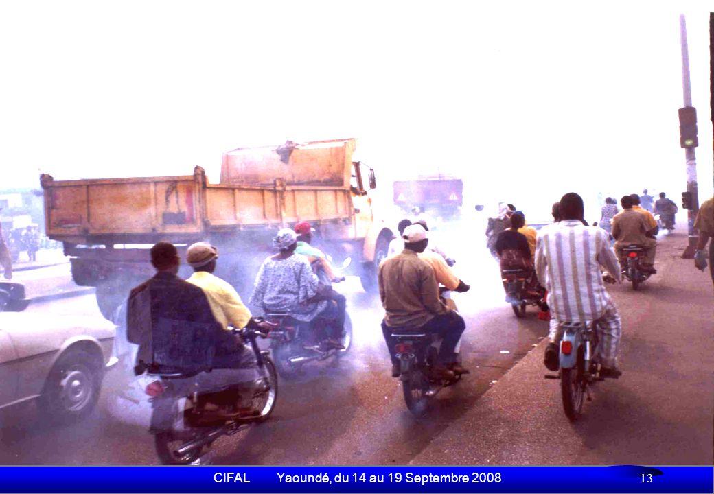 CIFAL Yaoundé, du 14 au 19 Septembre 2008 14 Externalités négatives (2) Nuisances environnementales - 89% des 83 tonnes de CO émis par jour à Cotonou sont générés par les 2 roues Coût sanitaire et environnemental - Beaucoup deffets sur la santé des usagers de la route (conducteurs, vendeurs ambulants et riverains des carrefours à feux) ne sont pas encore connus avec précision - 41% des conducteurs ont des épisodes de toux et ont présenté des symptômes daffection respiratoire