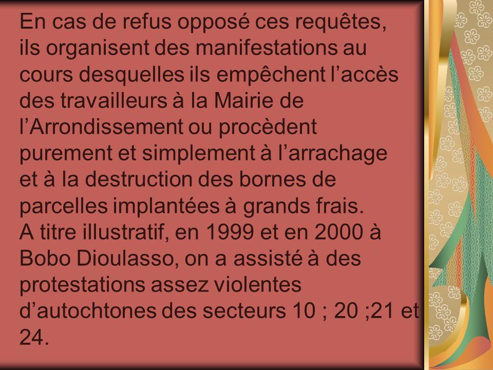 En cas de refus opposé ces requêtes, ils organisent des manifestations au cours desquelles ils empêchent laccès des travailleurs à la Mairie de lArron