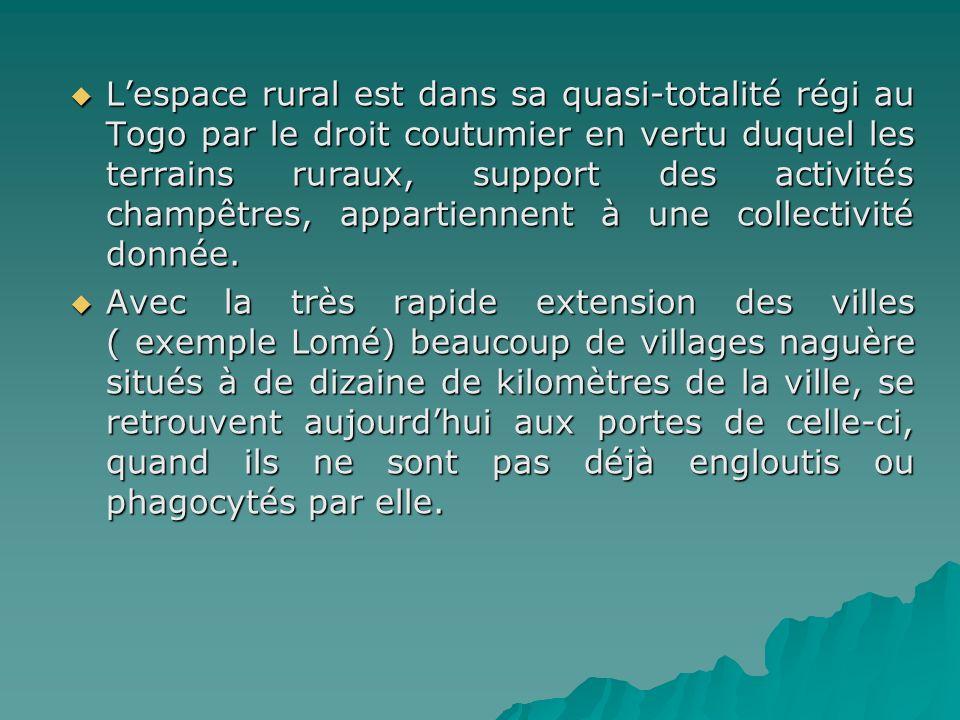 Lespace rural est dans sa quasi-totalité régi au Togo par le droit coutumier en vertu duquel les terrains ruraux, support des activités champêtres, ap