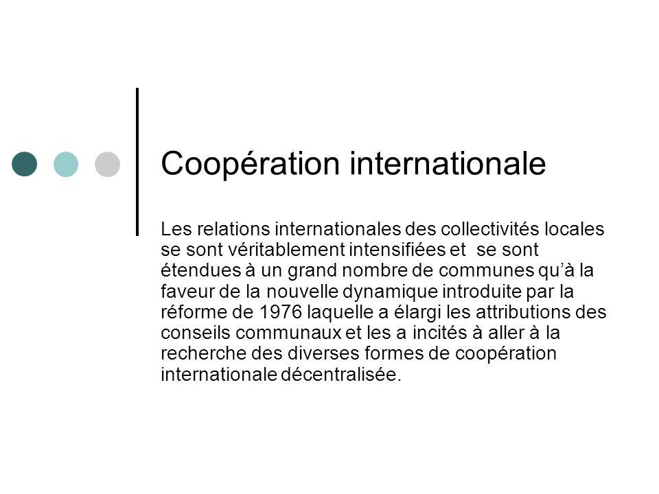 Coopération internationale Le droit à lexercice de relations avec les partenaires étrangers a été véritablement renforcé par la Loi N° 78-00 portant sur la Charte communale et la Loi n° 79-00 relatives à lorganisation des collectivités préfectorales et provinciales.