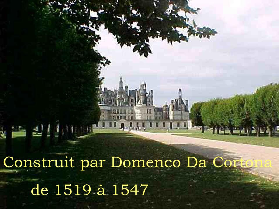 Cest le château le plus grand de la vallée de la Loire.