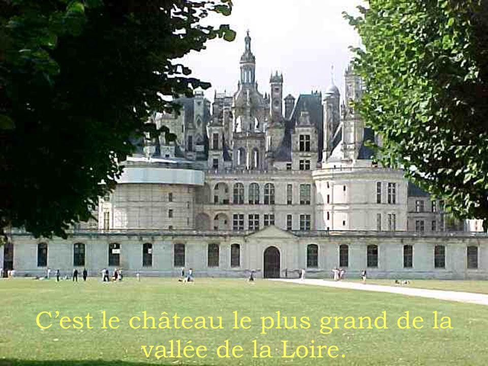 Cétait construit comme un pavillon de chasse pour le Roi François premier.