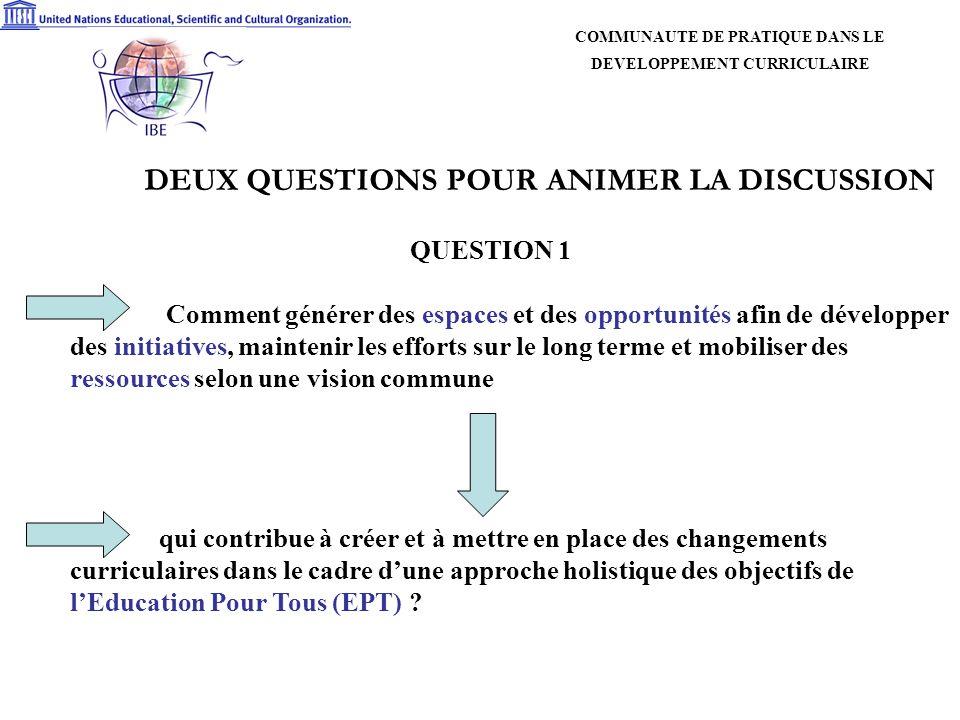 DEUX QUESTIONS POUR ANIMER LA DISCUSSION QUESTION 2 Que peut-on attendre dune communauté de pratique dans le développement curriculaire en ce qui concerne les initiatives sous- régionales qui traduisent les réalités nationales et locales.