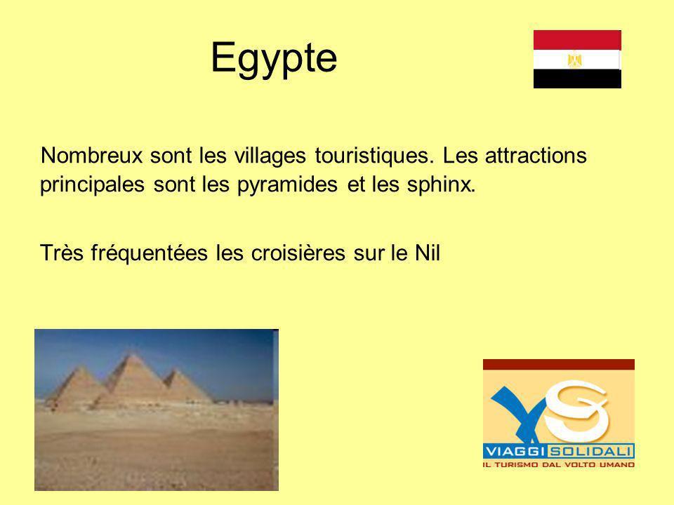 Egypte Nombreux sont les villages touristiques. Les attractions principales sont les pyramides et les sphinx. Très fréquentées les croisières sur le N