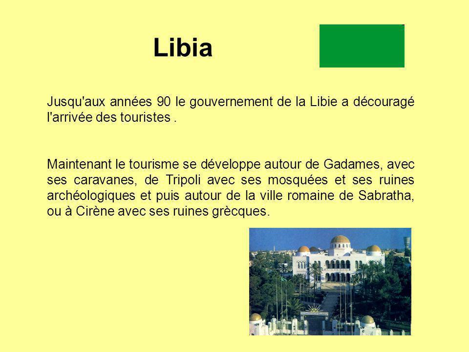 Libia Jusqu'aux années 90 le gouvernement de la Libie a découragé l'arrivée des touristes. Maintenant le tourisme se développe autour de Gadames, avec