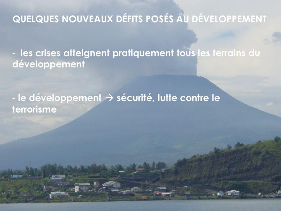 QUELQUES NOUVEAUX DÉFITS POSÉS AU DÉVELOPPEMENT - les crises atteignent pratiquement tous les terrains du développement - le développement sécurité, lutte contre le terrorisme