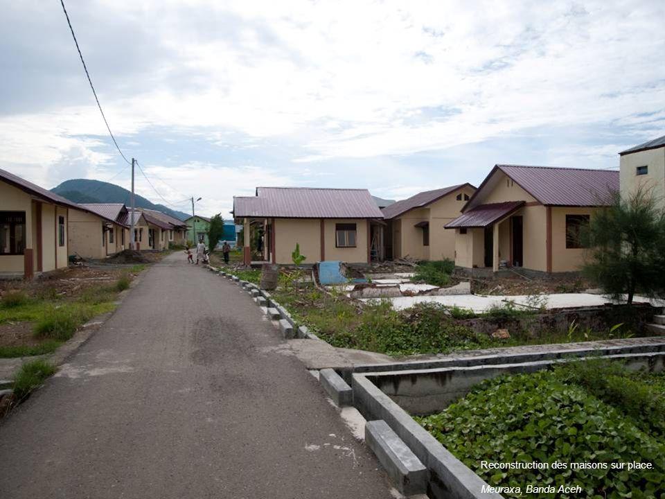 Reconstruction des maisons sur place. Meuraxa, Banda Aceh