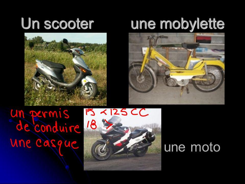 Un scooter une mobylette une moto