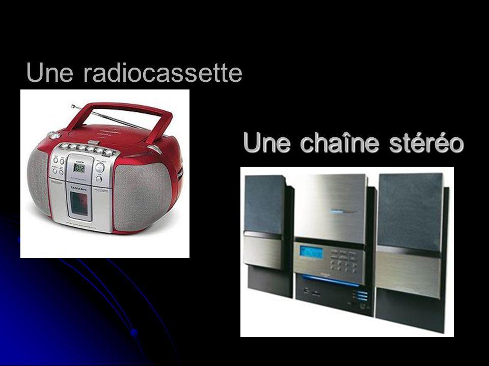 Une chaîne stéréo Une radiocassette