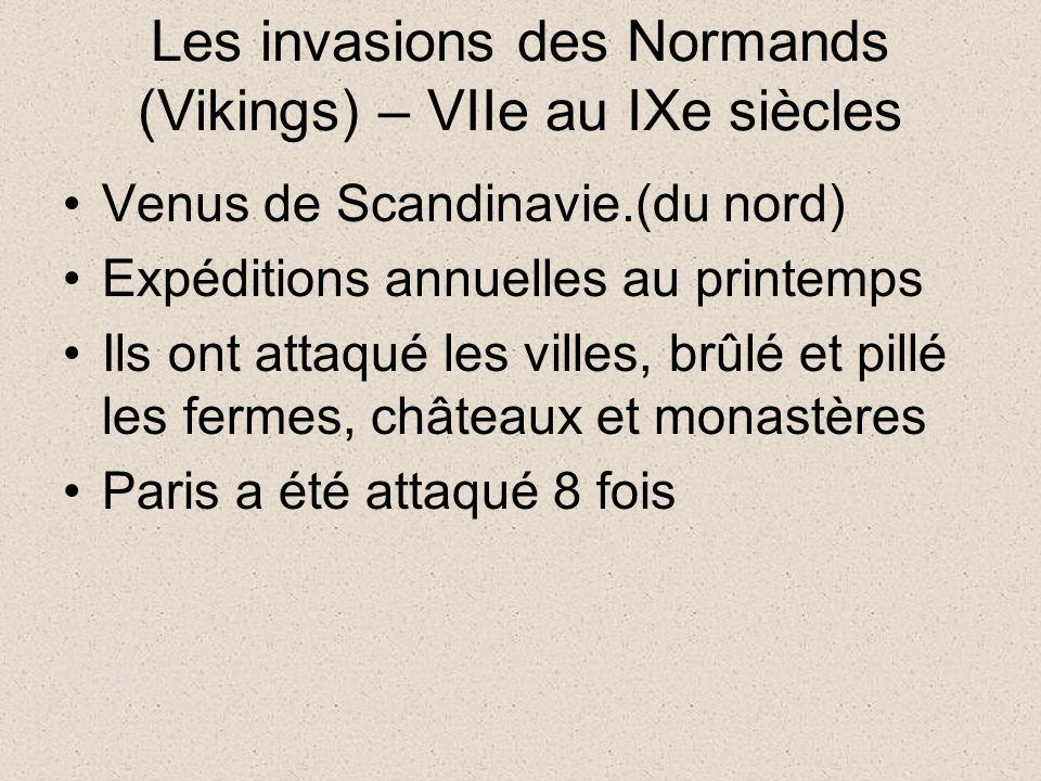 Les invasions des Normands (Vikings) – VIIe au IXe siècles Venus de Scandinavie.(du nord) Expéditions annuelles au printemps Ils ont attaqué les villes, brûlé et pillé les fermes, châteaux et monastères Paris a été attaqué 8 fois