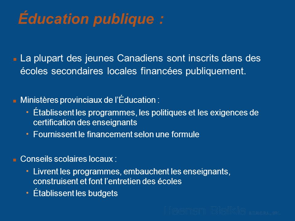 Éducation publique : La plupart des jeunes Canadiens sont inscrits dans des écoles secondaires locales financées publiquement.