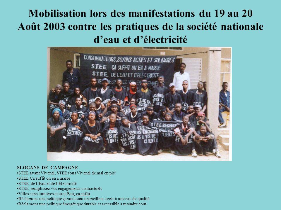 Mobilisation lors des manifestations du 19 au 20 Août 2003 contre les pratiques de la société nationale deau et délectricité SLOGANS DE CAMPAGNE STEE avant Vivendi, STEE sous Vivendi de mal en pis.
