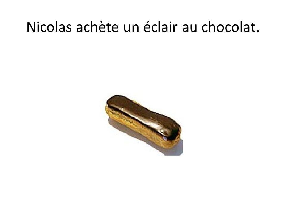 Nicolas achète un éclair au chocolat.