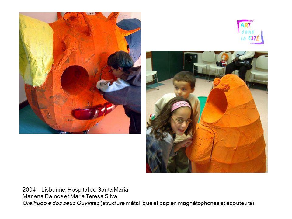 2004 – Lisbonne, Hospital de Santa Maria Mariana Ramos et Maria Teresa Silva Orelhudo e dos seus Ouvintes (structure métallique et papier, magnétophones et écouteurs)