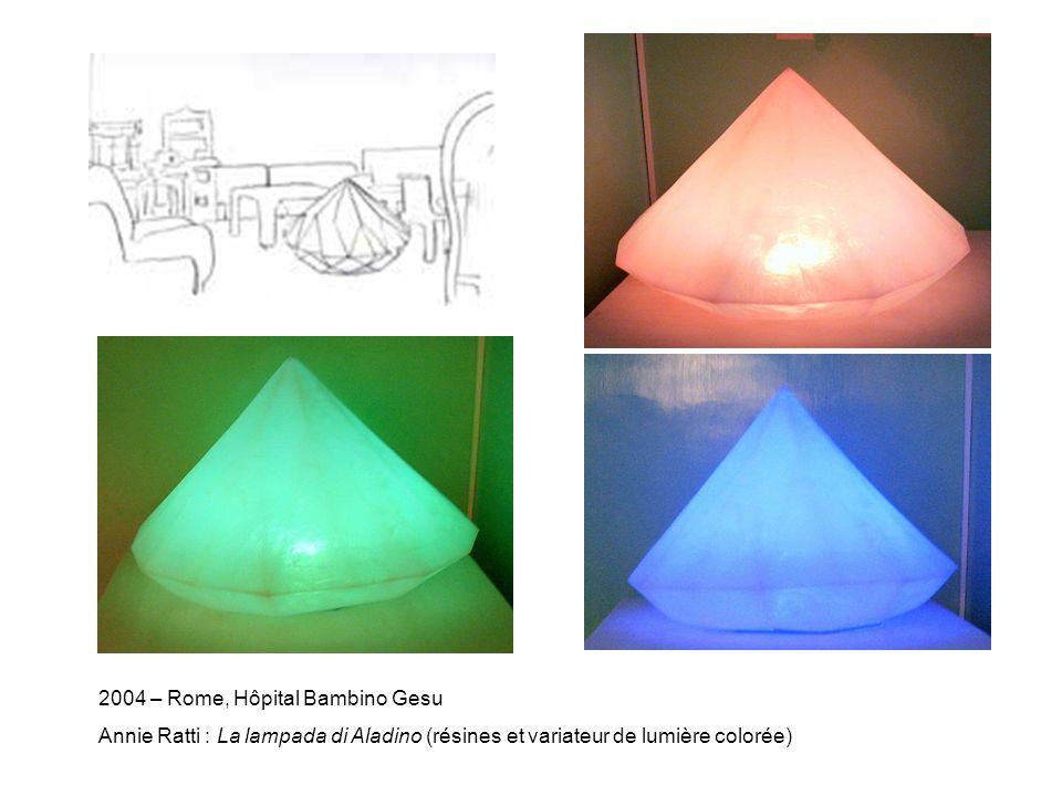 2004 – Rome, Hôpital Bambino Gesu Annie Ratti : La lampada di Aladino (résines et variateur de lumière colorée)
