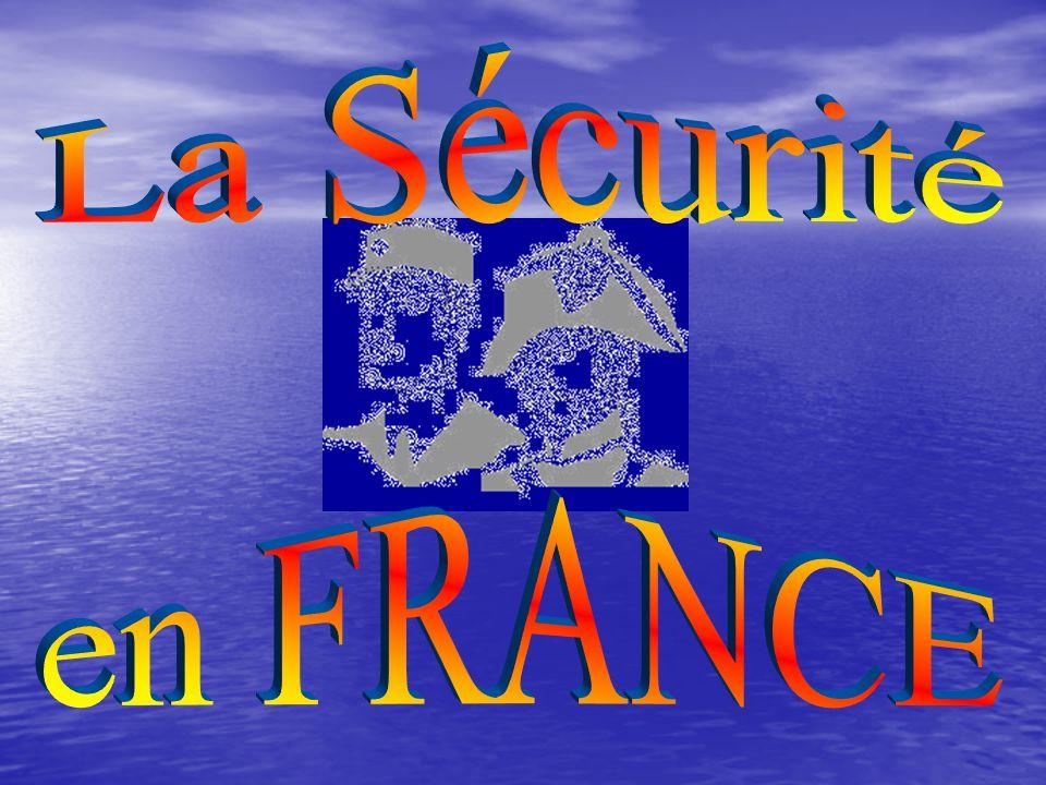 I - LE CONSEIL DE SECURITE INTERIEURE (C.S.I) Créé en 1997, et réorganisé par le décret n° 2002-890 du 15/05/2002 relatif aux dispositifs interpartenariaux de sécurité et de prévention de la délinquance le Conseil de Sécurité Intérieure Conseil de Sécurité Intérieure : DÉFINIT DÉFINIT les orientations de la politique de sécurité intérieure ASSURE ASSURE la coordination de l action entre les ministères en matière de sécurité et l évaluation des mesures adoptées