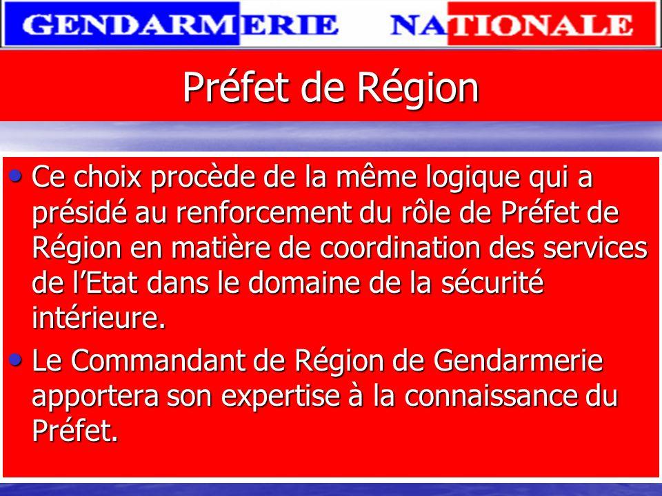 Directeur général de la gendarmerie Le directeur général, présentait la singularité de n'être pas un militaire mais un haut fonctionnaire issu de la m