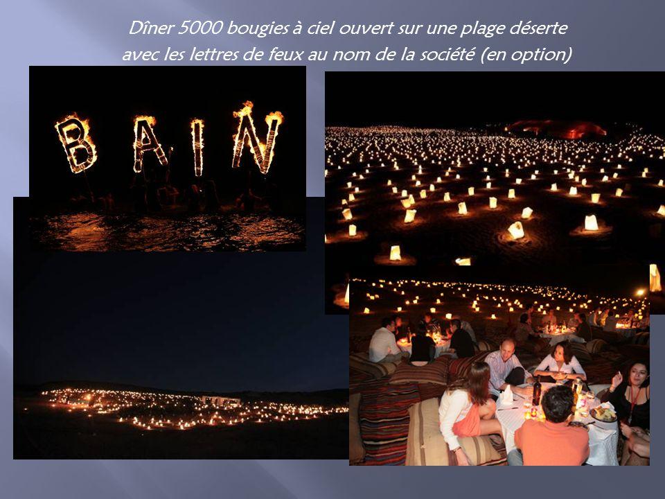 Dîner 5000 bougies à ciel ouvert sur une plage déserte avec les lettres de feux au nom de la société (en option)