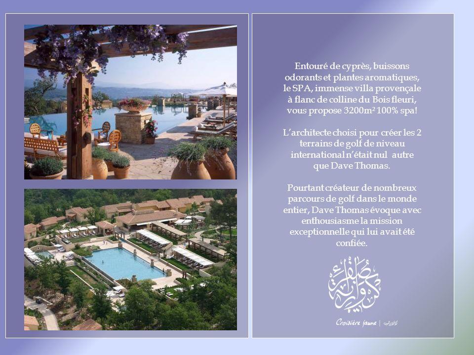 Entouré de cyprès, buissons odorants et plantes aromatiques, le SPA, immense villa provençale à flanc de colline du Bois fleuri, vous propose 3200m² 100% spa.