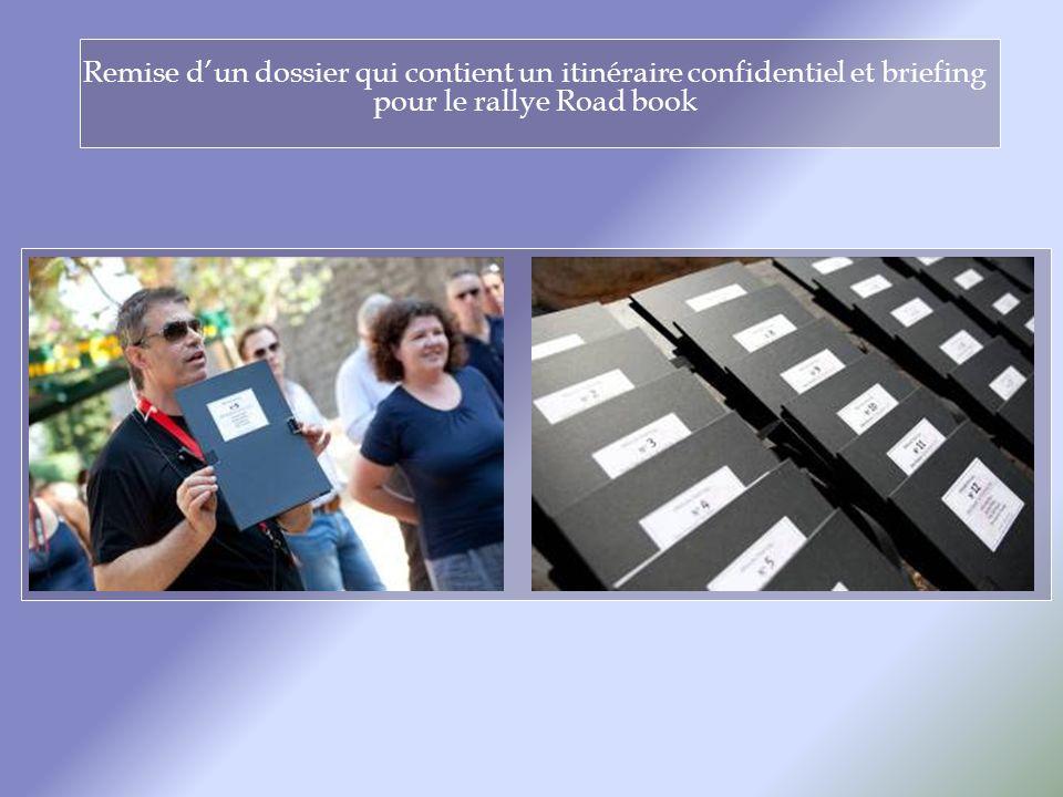 Remise dun dossier qui contient un itinéraire confidentiel et briefing pour le rallye Road book