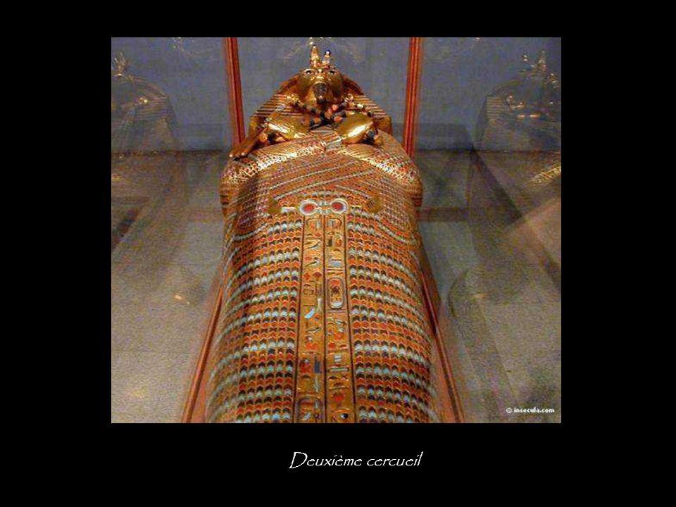 Premier cercueil, profil