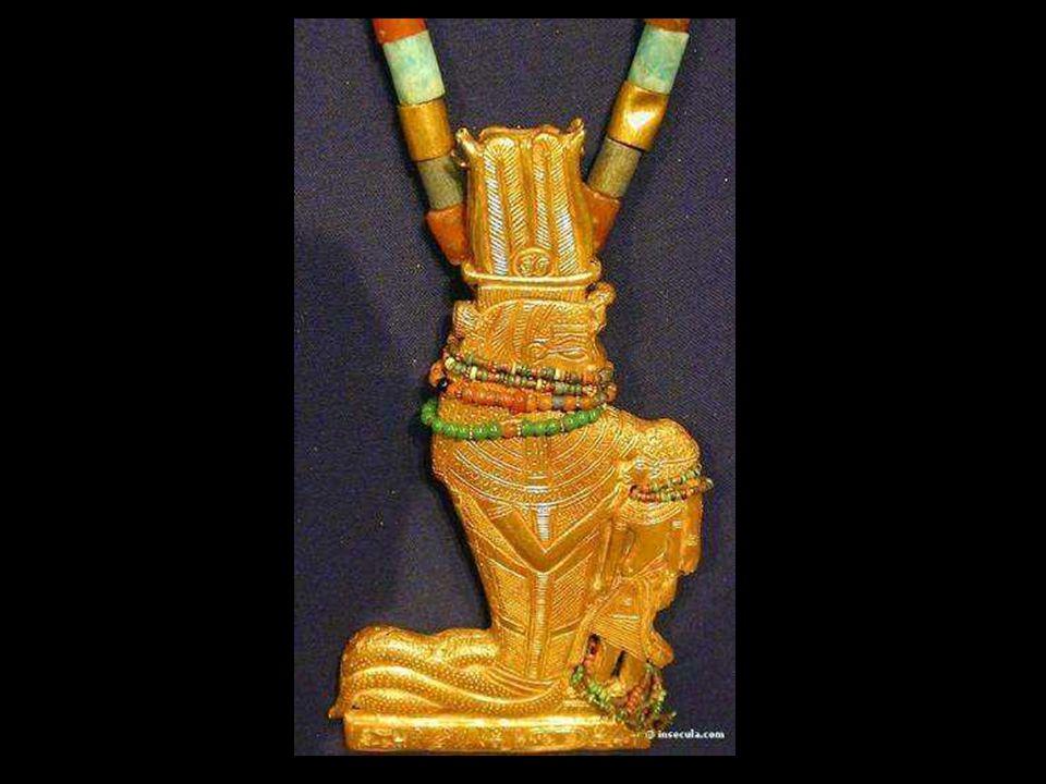 Colliers, pendentifs et pectoraux