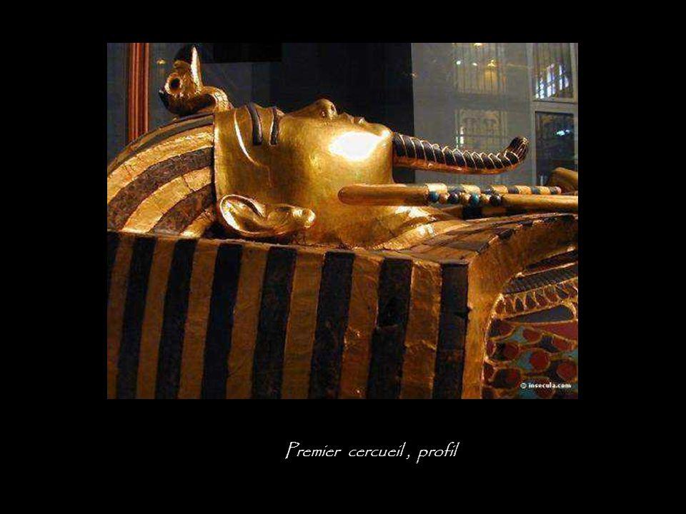 Premier cercueil, détail