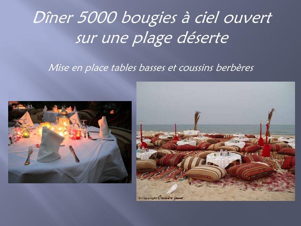Dîner 5000 bougies à ciel ouvert sur une plage déserte Mise en place tables basses et coussins berbères