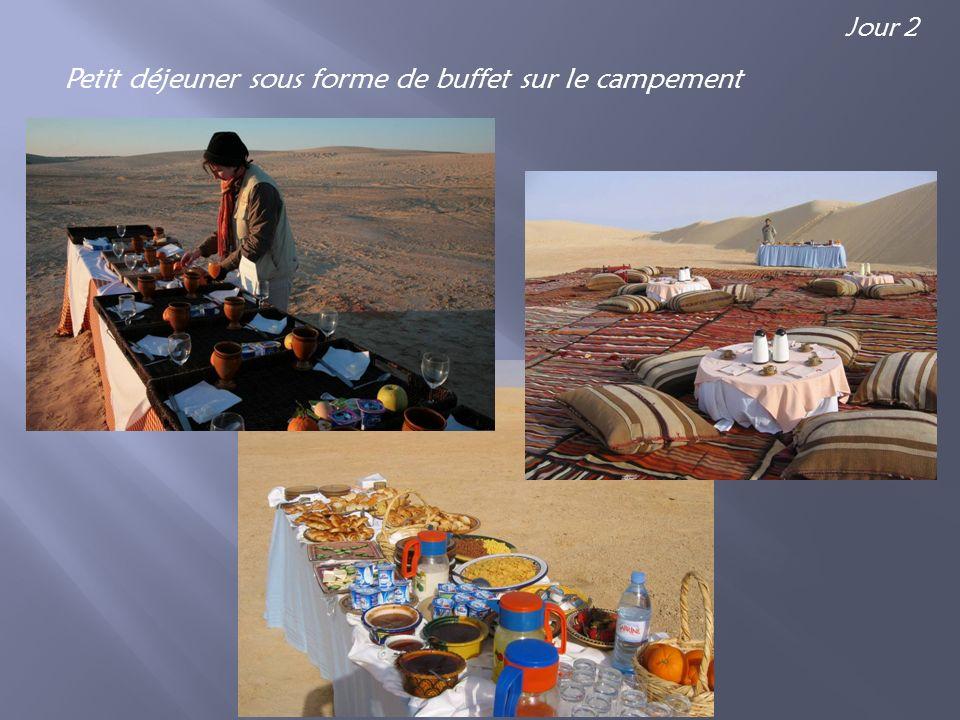 Petit déjeuner sous forme de buffet sur le campement Jour 2