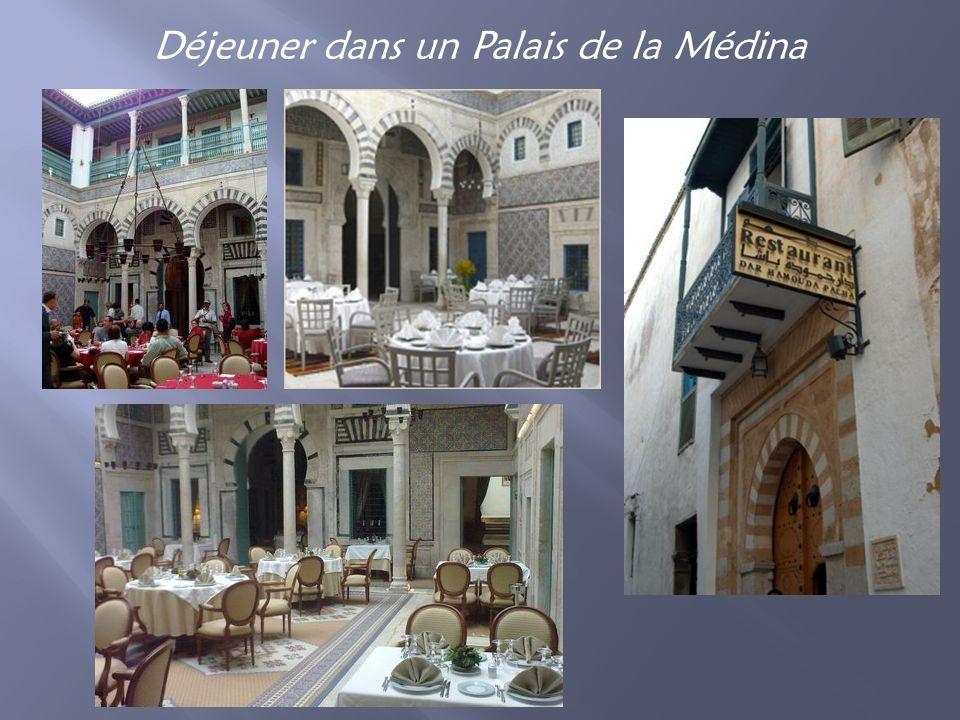 Déjeuner dans un Palais de la Médina