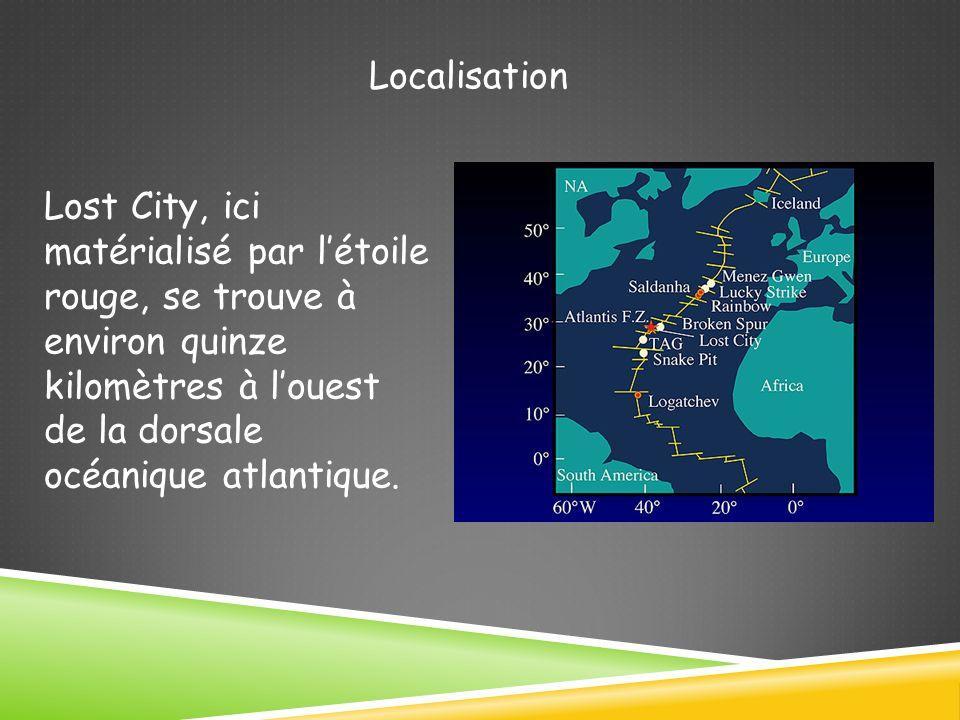 Localisation Lost City, ici matérialisé par létoile rouge, se trouve à environ quinze kilomètres à louest de la dorsale océanique atlantique.