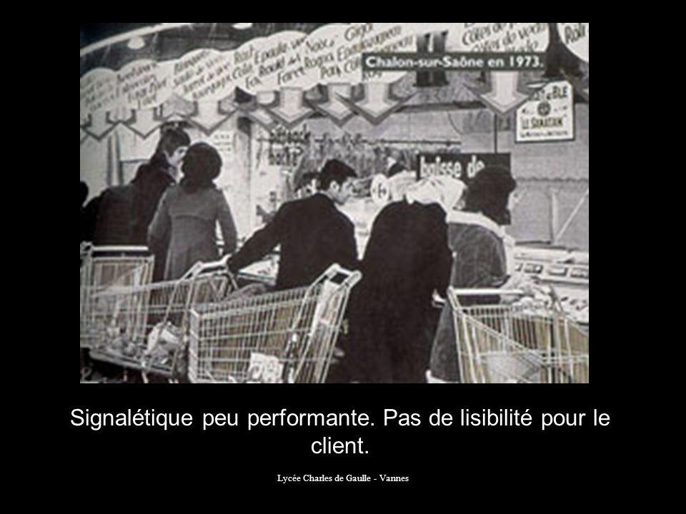Lycée Charles de Gaulle - Vannes Signalétique peu performante. Pas de lisibilité pour le client.