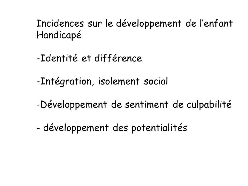 Développement social de lenfant -Développement du sentiment social (punition, récompense, mensonge, règles sociales) -Développement des interactions à