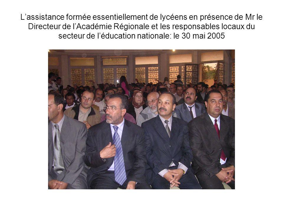 Lassistance formée essentiellement de lycéens en présence de Mr le Directeur de lAcadémie Régionale et les responsables locaux du secteur de léducatio