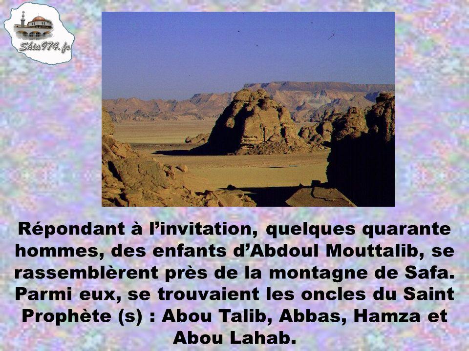 Répondant à linvitation, quelques quarante hommes, des enfants dAbdoul Mouttalib, se rassemblèrent près de la montagne de Safa. Parmi eux, se trouvaie