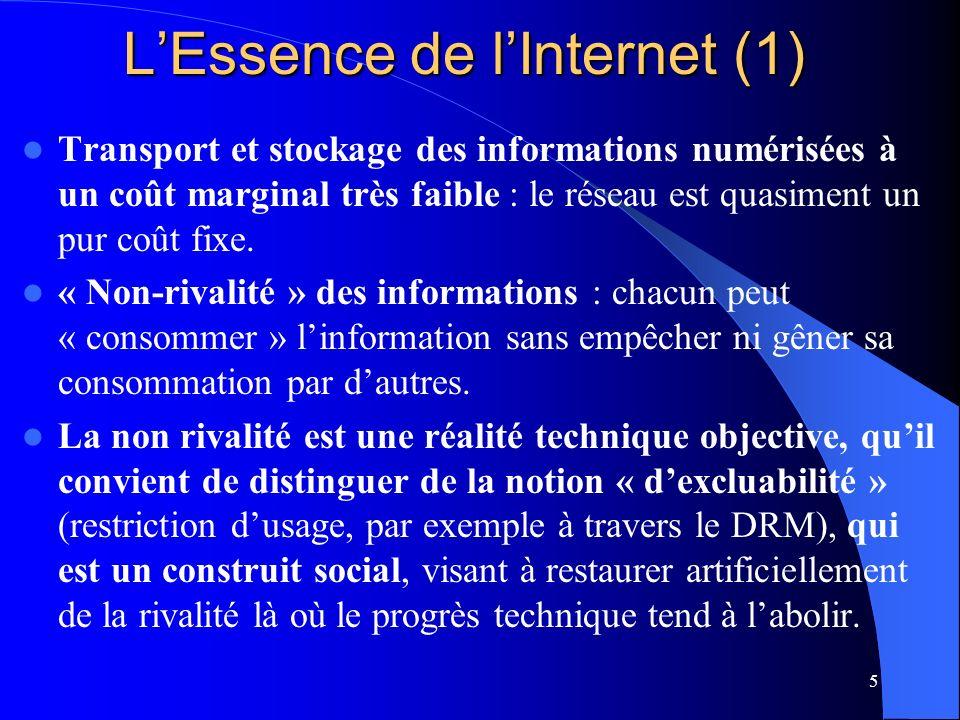 6 LEssence de lInternet (2) Architecture technique non hiérarchique, permettant un mode intermédiaire entre la diffusion de masse et la communication inter-personnelle : forums, sites de critiques, communautés de logiciels libre, etc.