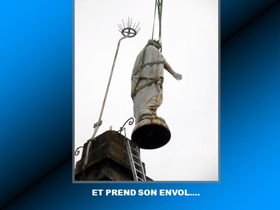 CA Y EST, LA STATUE SE DESOLIDARISE DE SON SOCLE….