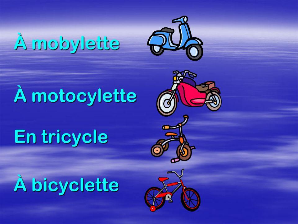 À mobylette À motocylette En tricycle À bicyclette