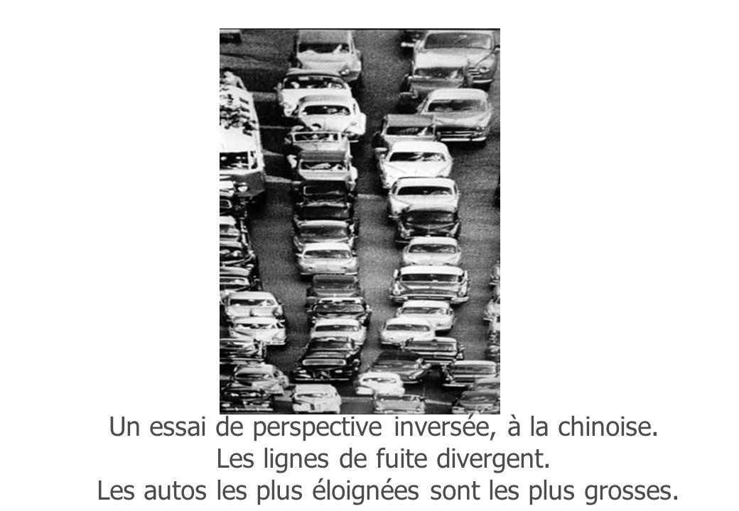 Un essai de perspective inversée, à la chinoise. Les lignes de fuite divergent. Les autos les plus éloignées sont les plus grosses.