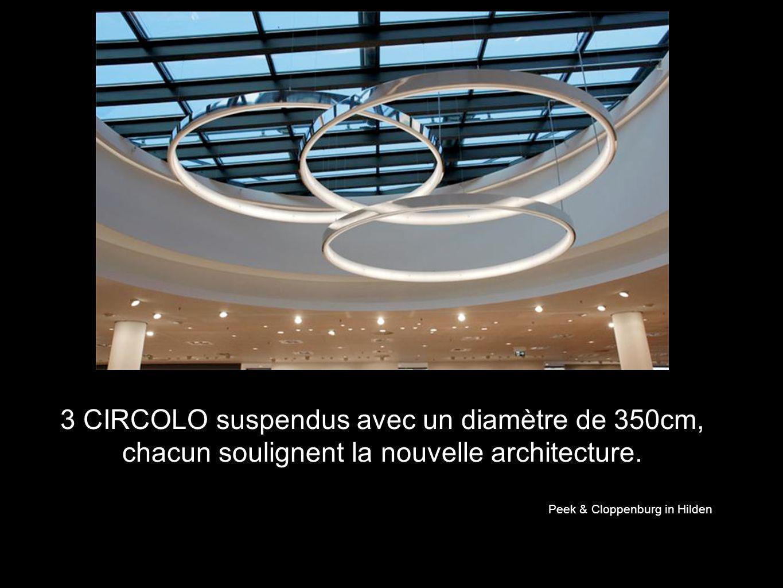 3 CIRCOLO suspendus avec un diamètre de 350cm, chacun soulignent la nouvelle architecture. Peek & Cloppenburg in Hilden