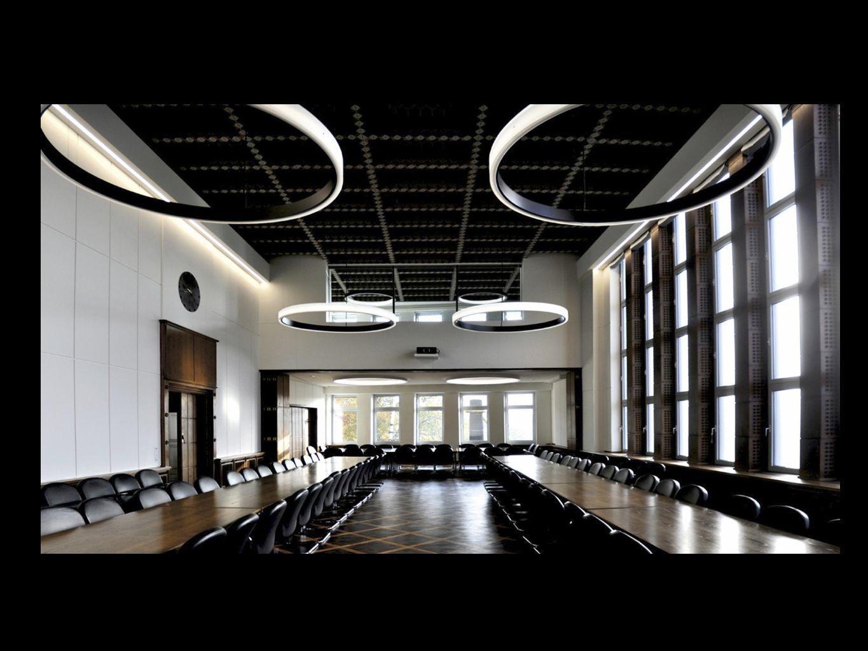 3 CIRCOLO suspendus avec un diamètre de 350cm, chacun soulignent la nouvelle architecture.