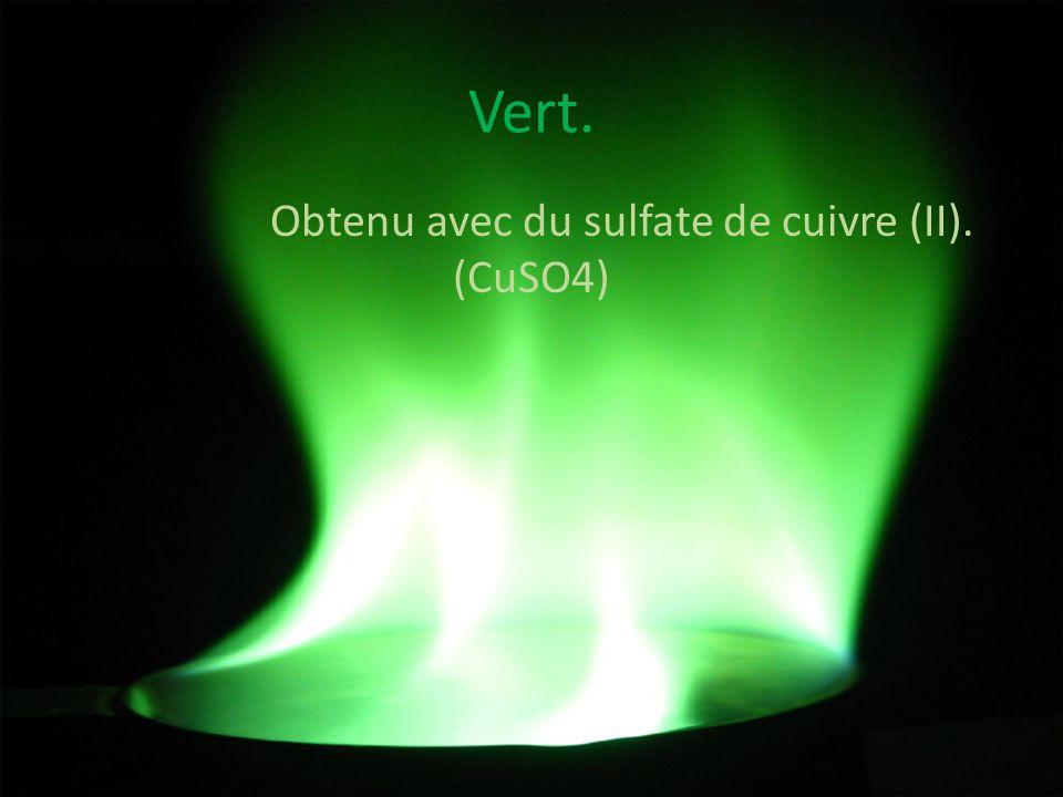 Vert. Obtenu avec du sulfate de cuivre (II). (CuSO4)