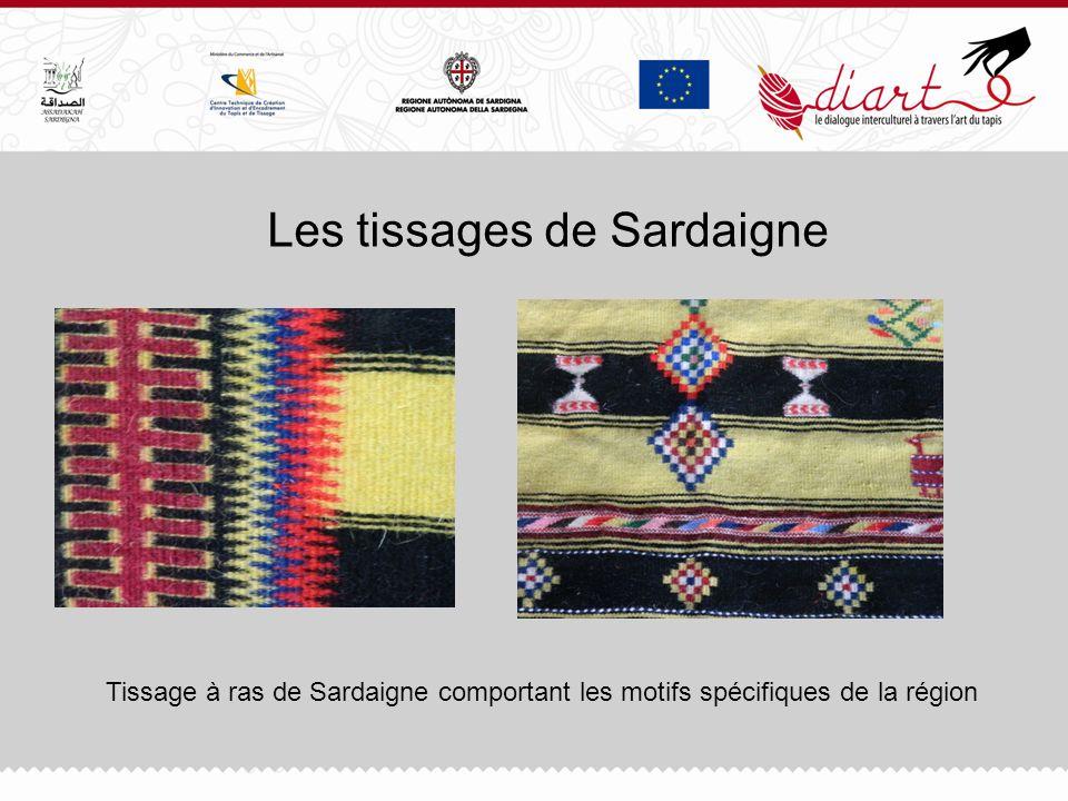 Les tissages de Sardaigne Tissage à ras de Sardaigne comportant les motifs spécifiques de la région