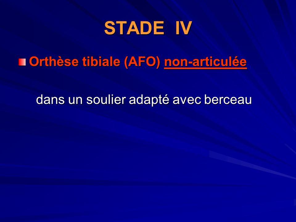 STADE IV Orthèse tibiale (AFO) non-articulée dans un soulier adapté avec berceau dans un soulier adapté avec berceau