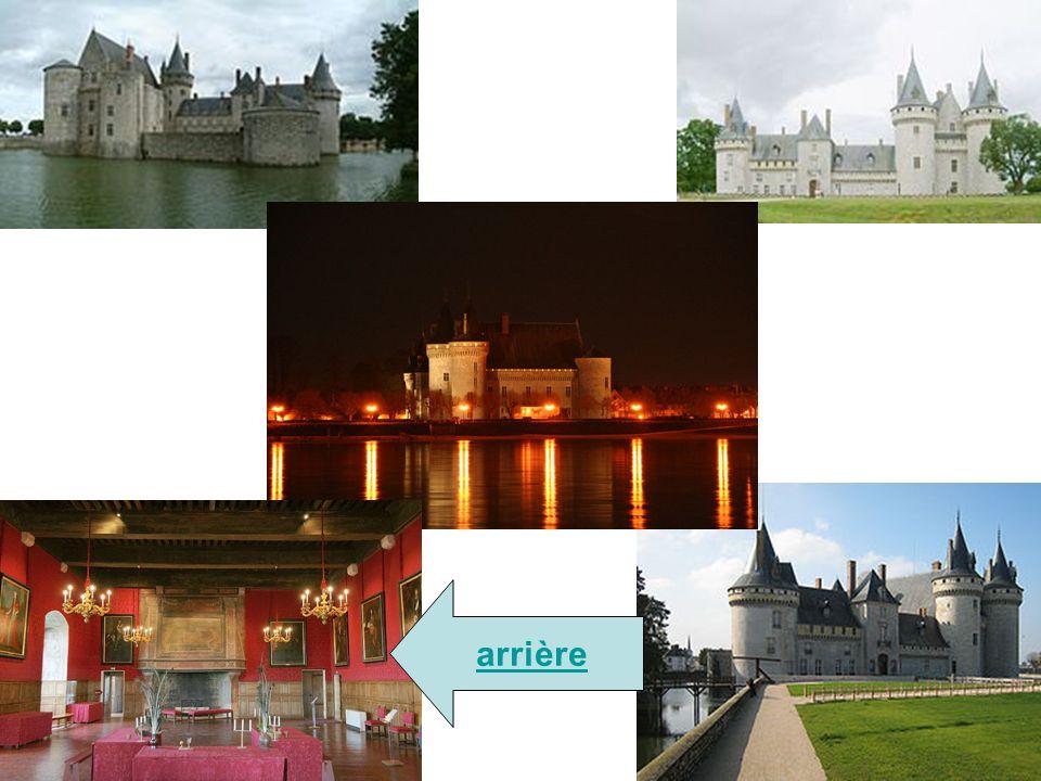 Château d'Azay-le-Rideau Le château d'Azay-le-Rideau est un monument classé appartenant à l'État et situé dans la commune du même nom, en Indre-et-Loi