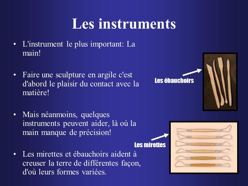 Les instruments L'instrument le plus important: La main! Faire une sculpture en argile c'est d'abord le plaisir du contact avec la matière! Mais néanm