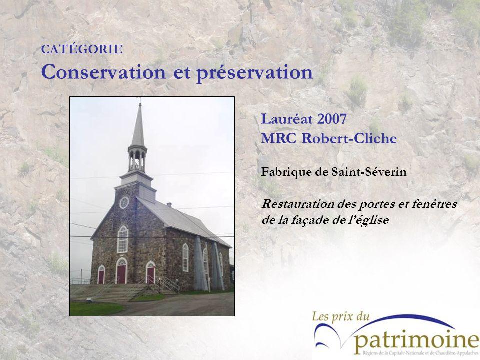 Lauréat 2007 MRC Robert-Cliche Fabrique de Saint-Séverin Restauration des portes et fenêtres de la façade de léglise